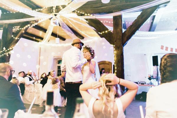 Eröffnungs-Tanz in der Feierscheune